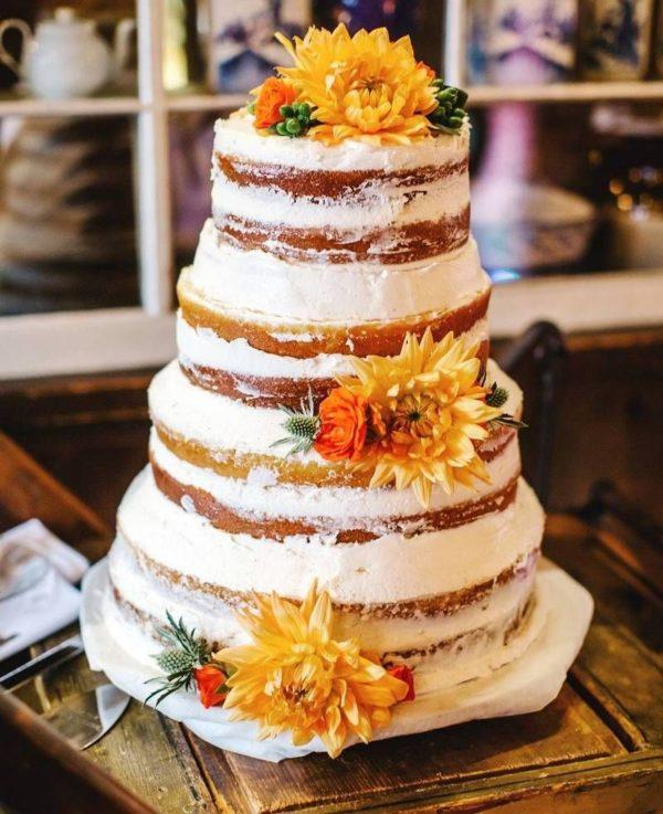 голый торт с цветами