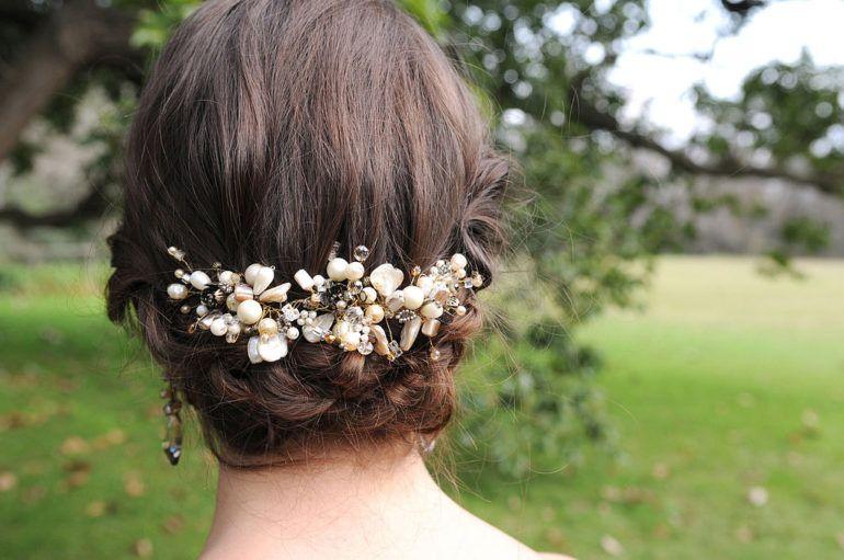 foto-0-43-e1526465627384 Как сделать своими руками заколки для волос: мастер класс и видео
