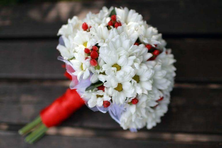 Букет невесты из хризантем: свадебные композиции с фото из роз, эустомы, гербер, гвоздик, монобукеты из мелких, кустовых и белых цветов